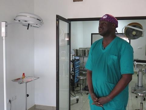 Le professeur Magueye Gueye chirurgien urologue