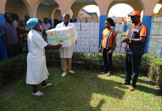 L'appui de UNFPA en médicaments de santé de la reproduction permet de libérer des femmes accouchées par césarienne et retenues pour non paiement des frais au Centre de Santé Luyindu à Kinshasa