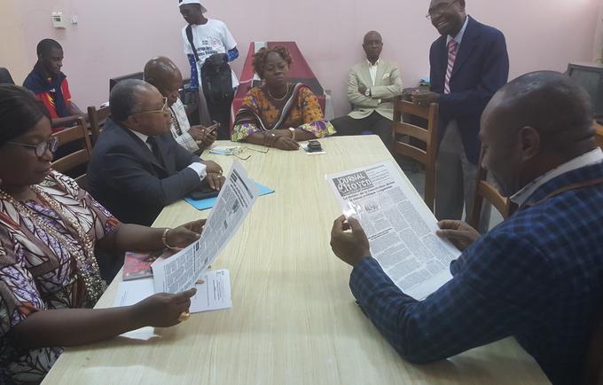 """Mme la Représentante visite la rédaction du """"journal citoyen"""" de l'IFASIC"""