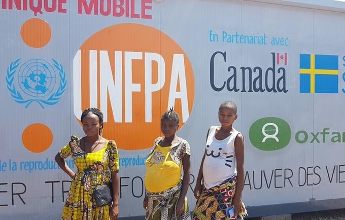 Des enceintes vivant au camp des déplacés de Katanika, venues pour la consultation prénatale à la clinique Mobile Baraka