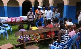 UNFPA remet des Kits de dignité et des produits de santé de la reproduction aux sinistrés des inondations, au Centre de santé Luyindu à Kinshasa